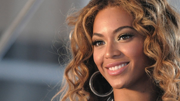 This photo taken June 22, 2009 shows singer Beyonce Knowles posing for pictures at a press conference in New York. (AP/Peter Kramer)