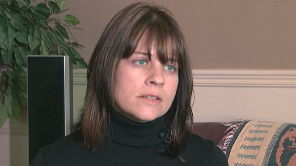Kristie Pells speaks to CTV News about her hernia operation and the pain that followed.
