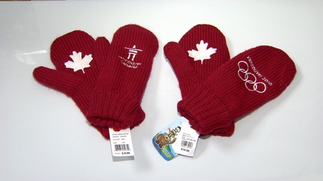 Real Olympic mittens (right) feature the Olympic rings. Fake mittens (left) do not. Jan. 23, 2010. (CTV)