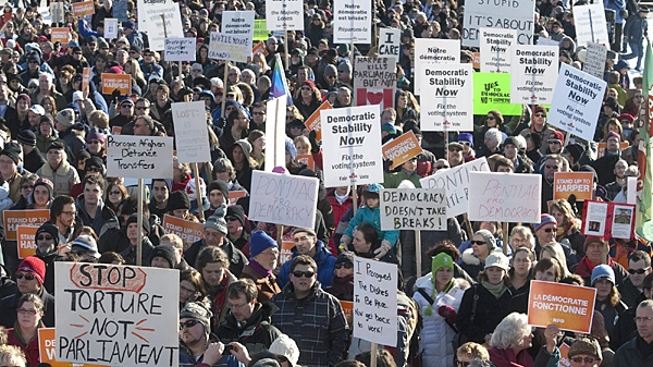 Protesters mass on Parliament Hill during a anti-prorogation protest on Saturday, Jan. 23, 2010. (Pawel Dwulit / THE CANADIAN PRESS)