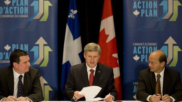 Prime Minister Stephen Harper chairs a roundtable meeting with business leaders in Montreal, Monday, Jan. 25, 2010. (Graham Hughes / THE CANADIAN PRESS)