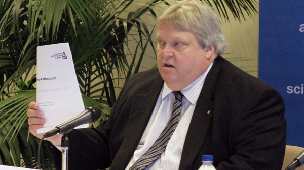 Dr. Gaetan Barrette, president of the Federation des medecins specialistes du Quebec, speaks at a news conference in Montreal, Thursday, May 28, 2009. (Andy Blatchford / THE CANADIAN PRESS)