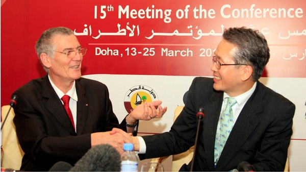 Masanori Miyahara, head of Japan's delegation and the country's top fisheries official, right, shakes hands with Patrick van Klaveren, head of the Monaco delegation, during a meeting of the Convention on International Trade in Endangered Species (CITES) in the Qatari capital Doha Thursday March 18, 2010. (AP / Osama Faisal)