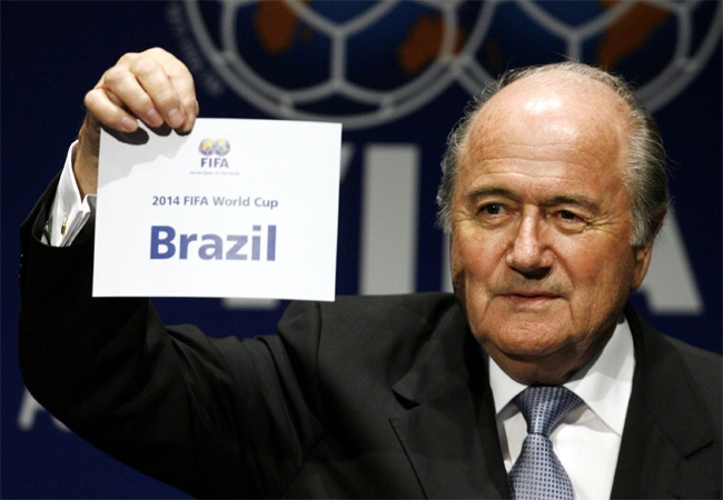 FIFA President Joseph Blatter announces that Brazil will host the 2014 Soccer World Cup in Zurich, Switzerland on Tuesday, Oct 30, 2007. (AP / Keystone / Steffen Schmidt)