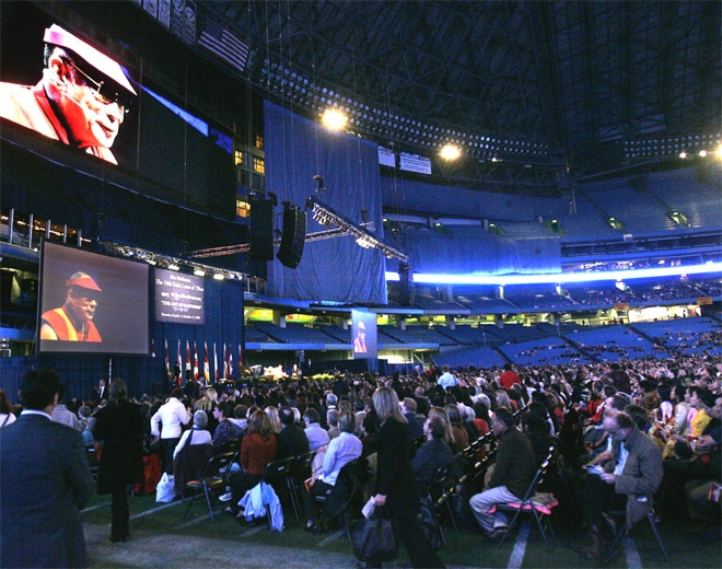The Dalai Lama speaks to an audience on the Art of Happiness at a stadium in Toronto on Wednesday, Oct. 31, 2007. (CP / J.P. Moczulski)