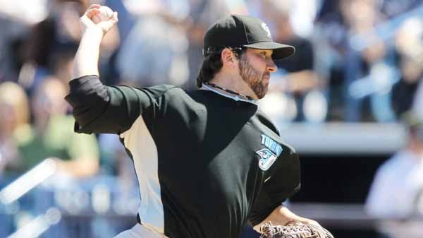 Toronto Blue Jays starting pitcher Shaun Marcum throws during Grapefruit League action against the New York Yankees in Tampa, Fla. Saturday, March 6, 2010. (THE CANADIAN PRESS/Darren Calabrese)