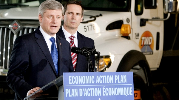 Prime Minister Stephen Harper and Ontario Premier Dalton McGuinty make an announcement about roads and infrastructure in Mississauga, Ont. on Wednesday, April 7, 2010. (Frank Gunn / THE CANADIAN PRESS)