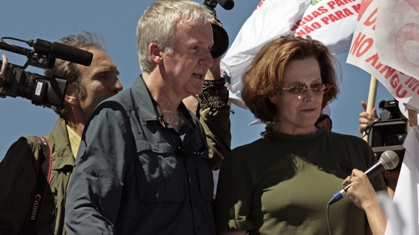 James Cameron and Sigourney Weaver march during a protest against a proposed dam in the Amazon in Brasilia, Monday, April 12, 2010. (AP / Eraldo Peres)