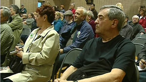 300 St. Henri residents packed a community meeting Thursday night to hear about proposals to replace the aging Turcot interchange (April 29, 2010)