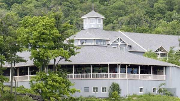 The Deerhurst Resort is shown in Huntsville, Ont. in this June 19, 2008 photo. (Adrian Wyld / THE CANADIAN PRESS)