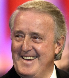 Former prime minister Brian Mulroney arrives at a dinner gala in his honour in Montreal on Thursday, Nov. 15, 2007. (Ryan Remiorz