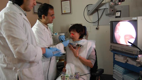 Patient Maggie Bernet undergoes a weekly sinus flush with Dr. Amin Javer. May 8, 2010. (CTV)