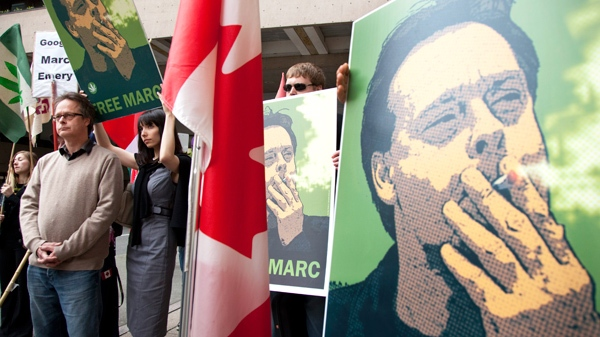 """Marc Emery, the self-described """"Prince of Pot"""" speaks to reporters outside the B.C. Supreme Court in Vancouver before turning himself in to be extradited to the United States as his wife Jodie stands behind him, Monday, May 10, 2010. (Jonathan Hayward / THE CANADIAN PRESS)"""