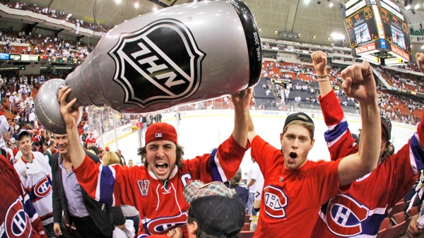 Montreal Canadiens fans celebrate the team's 5-2 win over the Pittsburgh Penguin in Game 7 of the NHL hockey Eastern Conference semifinals in Pittsburgh on Wednesday, May 12, 2010. (AP / Gene J. Puskar)