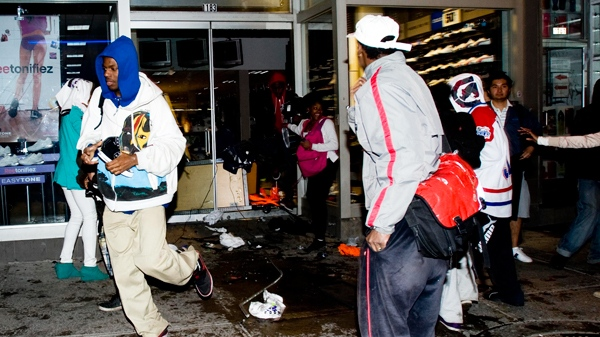 Looters make off with goods from a store in Montreal, Wednesday, May 12, 2010.(Graham Hughes / THE CANADIAN PRESS)
