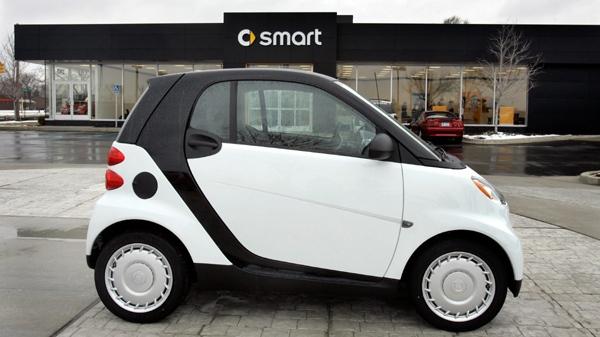 Florida Man Parks Smart Car In Kitchen So It Won T Blow Away