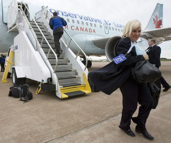 Stephen Harper's stylist Michelle Muntean carries her supplies during a campaign stop in Summerside, P.E.I., in this Sept. 12, 2008 photo. (Tom Hanson / THE CANADIAN PRESS)