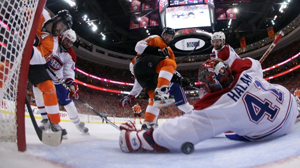 Philadelphia Flyers' Simon Gagne, left, scores a goal past Montreal Canadiens' Jaroslav Halak, right, of Slovakia, in the second period of Game 2 of the NHL hockey Eastern Conference finals, Tuesday, May 18, 2010, in Philadelphia. (AP Photo/Jim McIsaac, Pool)