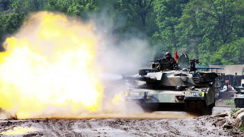 A South Korean K1 tank fires during an exercise to prepare for a possible surprise attack by North Korea, near the demilitarized zone between the two Koreas in Yeoncheon, South Korea, Thursday, May 20, 2010. (Yonhap)