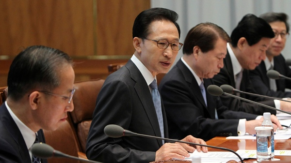South Korean President Lee Myung-bak, second from left, presides over a meeting of the National Security Council to discuss punitive measures against North Korea for its March torpedo attack on a South Korean warship, at the presidential house in Seoul, South Korea, Friday, May 21, 2010. (AP / Yonhap)