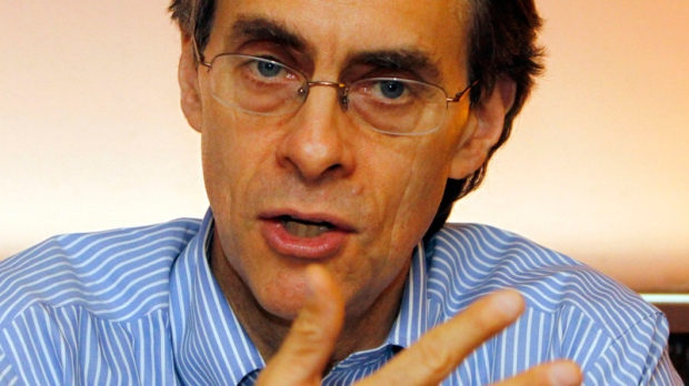 Kenneth Roth, executive director of the U.S.-based Human Rights Watch, gestures during a press conference Saturday, April 24, 2010 in Manila's financial district of Makati, Phillippines. (AP / Pat Roque)