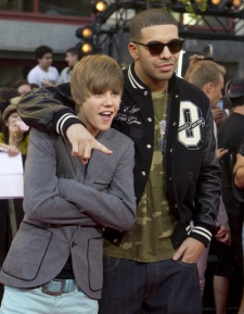Justin Bieber and Drake pose for a photograph on the red carpet at the MuchMusic Video Awards in Toronto, Sunday, June 20, 2010. (Darren Calabrese / THE CANADIAN PRESS)