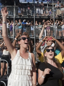 Fans celebrate as they watch the red carpet at the MuchMusic Video Awards in Toronto, Sunday June 20, 2010. (Chris Young / THE CANADIAN PRESS)