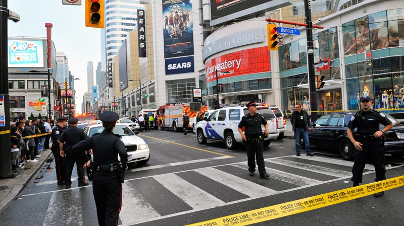 Police set up a perimeter outside the Eaton Centre shopping mall in Toronto, Saturday, June 2, 2012. (Victor Biro / THE CANADIAN PRESS)