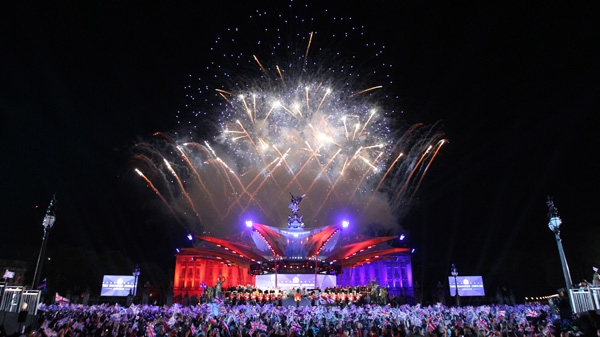 Spectators watch fireworks, which brought to a close the Queen's Jubilee Concert in front of Buckingham Palace, London, Monday, June 4, 2012. (AP / Joel Ryan)