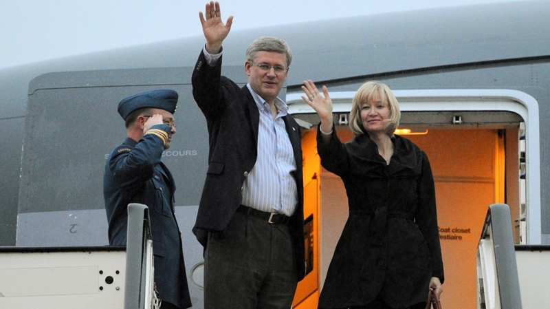 Prime Minister Stephen Harper and wife Laureen arrive in London on Sunday, June 3, 2012, to take part in events for the Queens Diamond Jubilee. (Sean Kilpatrick / THE CANADIAN PRESS)