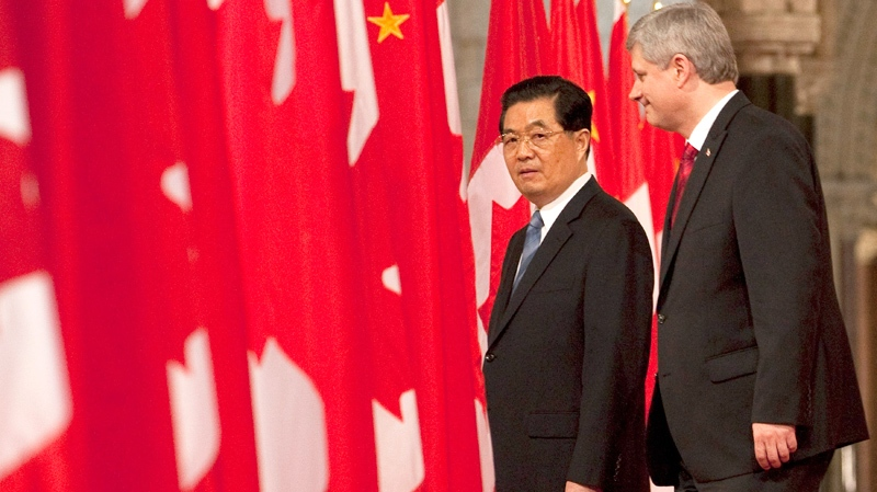 Canadian Prime Minister Stephen Harper walks with Chinese President Hu Jintao through the Hall of Honour on Parliament Hill in Ottawa, Thursday June 24, 2010. (Adrian Wyld / THE CANADIAN PRESS)