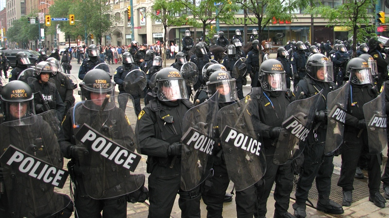 Dozens of police in riot gear gather at Richmond at Spadina in downtown Toronto, Sunday night, June 27, 2010. (Chris Allen / MyNews.CTV.ca)