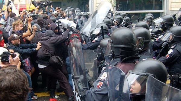 Anti-G20 protesters using black bloc tactics clash with police in downtown Toronto on Saturday, June 26, 2010. (Ian Munroe, CTV.ca)