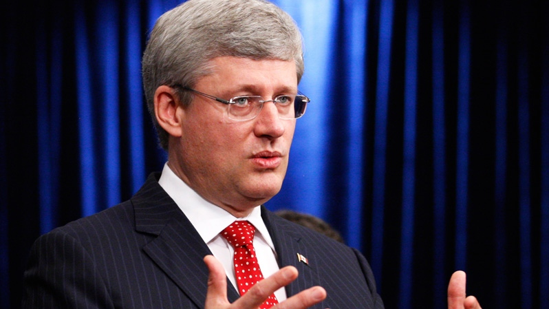 Prime Minister Stephen Harper speaks to members of the media at the G20 in Los Cabos, Mexico on Monday, June 18, 2012. (Adrian Wyld / THE CANADIAN PRESS)