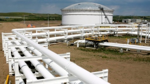 An oil pipeline and tank storage facility is shown in Hardisty, Alta., June 20, 2007. (Larry MacDougal / THE CANADIAN PRESS)