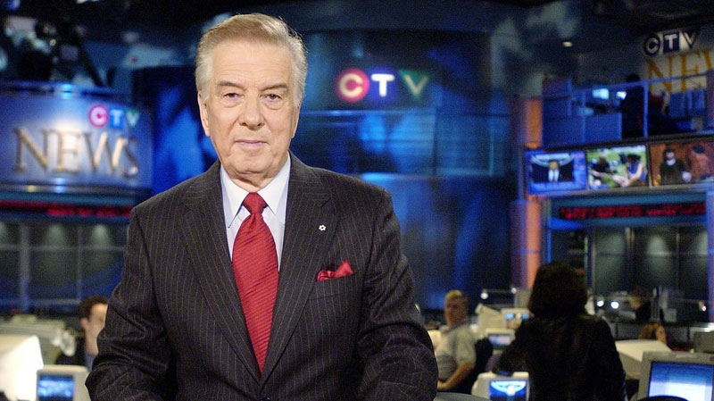CTV news anchor Lloyd Robertson photographed at his desk in Toronto Tuesday, December 11, 2001. (Aaron Harris / THE CANDAIAN PRESS)