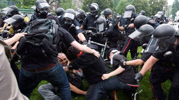 Cop accused of G20 assault used 'textbook' police training: lawyer