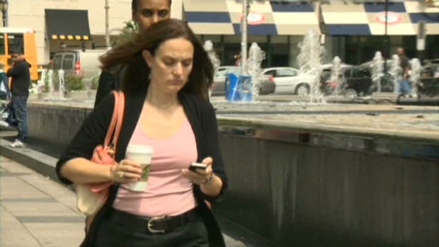 CTV Toronto: Consumer report: Texting and walking