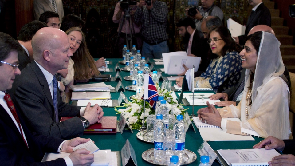 Britain's Foreign Secretary William Hague, second from left, talks with his Pakistani counterpart Hina Rabbani Khar, third from right, during talks at the Foreign Ministry in Islamabad, Pakistan, Tuesday, June 12, 2012. (AP Photo/B.K. Bangash)