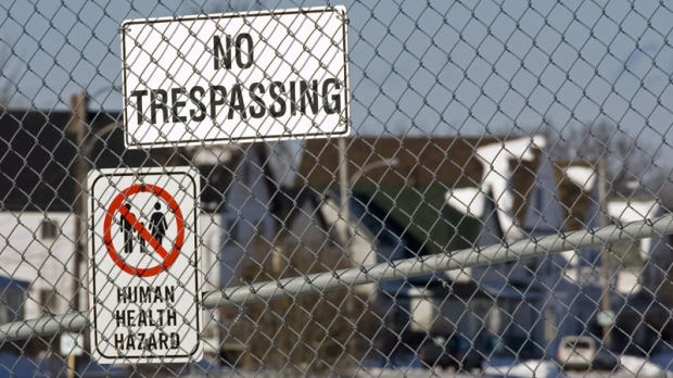 Warning signs are posted on the fence surrounding the tar ponds in Sydney, N.S. on Sunday, Jan. 28, 2007. THE CANADIAN PRESS/Andrew Vaughan