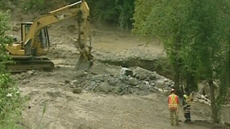 The bridge that was destroyed in a massive mudslide in Fernie, B.C., has been temporarily reconnected, giving 600 campers access to the Fairmont Hot Springs Resort once again.