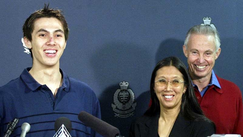 Kidnap victim Graham McMynn (left) laughs with his parents Joanne and Bob during a press conference in Vancouver, Thursday, April 13, 2006. (Richard Lam / THE CANADIAN PRESS)