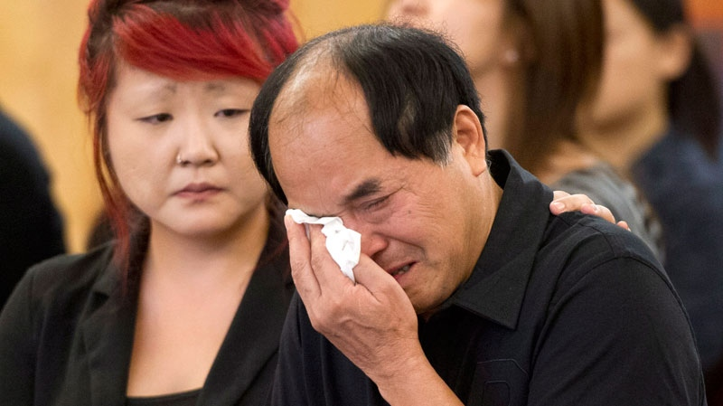 Daran Lin breaks down during funeral services for his son, murder and dismemberment victim Lin Jun in Montreal, Thursday, July 26, 2012. (Paul Chiasson / THE CANADIAN PRESS)