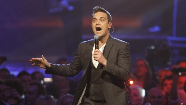 British singer Robbie Williams performs during the Echo 2010 music award ceremony in Berlin, Germany, Thursday, March 4, 2010. (AP Photo / Markus Schreiber)