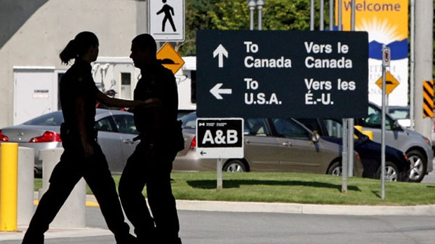 Canadian Border Services agents are seen in this 2009 file photo. (The Canadian Press/Darryl Dyck)