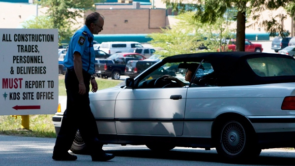 A corrections officer checks a car at the gate leading into the Fraser Regional Correctional Centre in Maple Ridge, B.C. Sunday, Aug. 15, 2010. (Jonathan Hayward / THE CANADIAN PRESS)