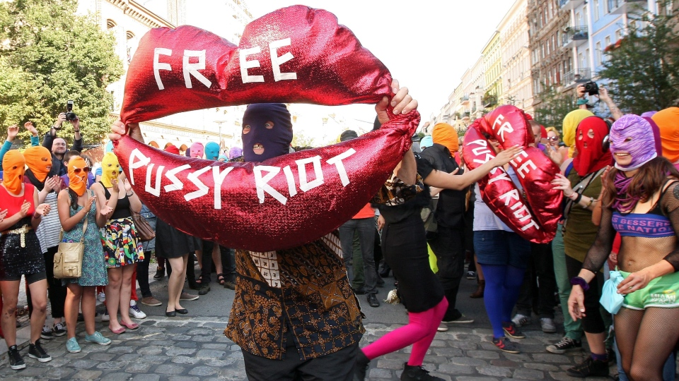 "Background actors show a balloon shaped as a mouth reading ""Free Pussy Riot"" during the recording of a music video of Canadian musician and performance artist Peaches in support of members of the feminist punk group Pussy Riot in Berlin, Germany, Wednesday, Aug. 8, 2012. (AP / dapd / Adam Berry)"