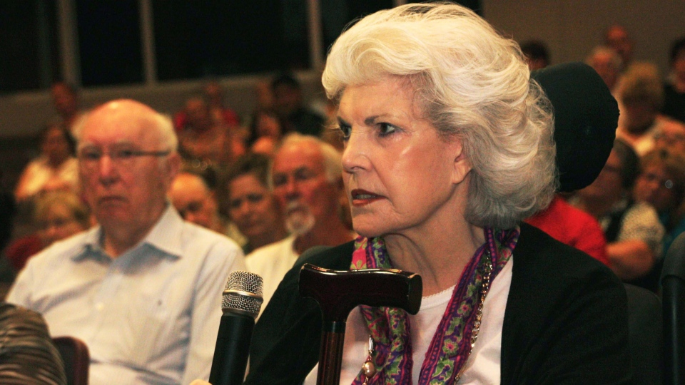 Resident Jocelyn Field makes a point about the loss of the town's mall at a public meeting in Elliot Lake, Ont., on Wednesday, Aug. 15, 2012.  (Colin Perkel / THE CANADIAN PRESS)