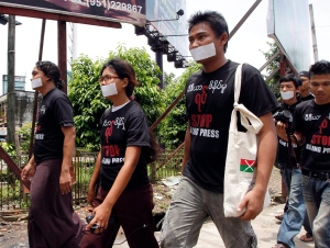 "Wearing black T-shirts that read: ""Stop killing press,"" journalists walk to collect signatures from members of the media in Yangon, Myanmar, Saturday, Aug. 4, 2012. (AP Photo/Khin Maung Win)"