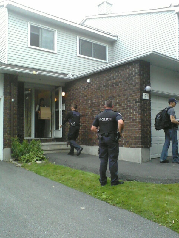 RCMP remove boxes of evidence related to a terror investigation from a townhouse on Esterlawn Private in Ottawa's west end, Wednesday, Aug. 25, 2010.  (Dan Waters for CTV Ottawa)